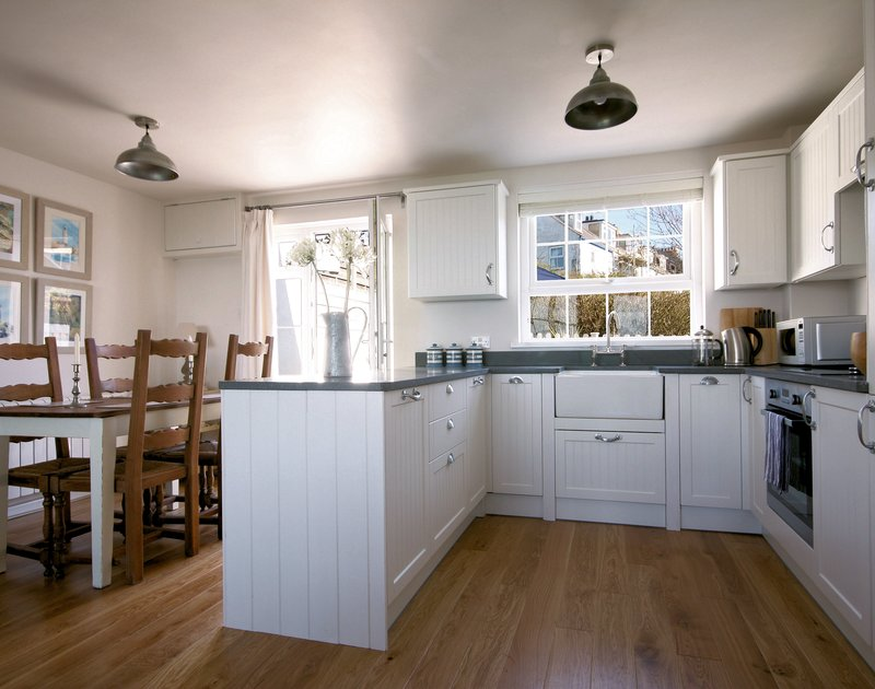 Bright, fresh and attractive kitchen in Castaway, a self catering family or romantic retreat in Port Isaac, North Cornwall.