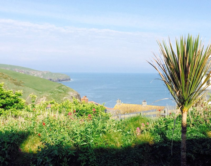 Stunning coastal views from Castaway, a gorgeous and luxurious holiday rental on the clifftop at Port Isaac in North Cornwall.