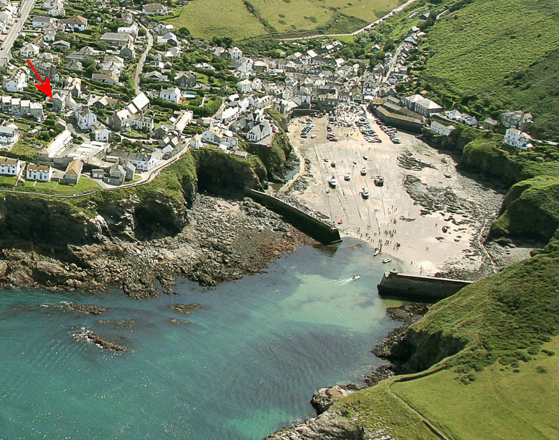 A high aerial view of the fabulous coastal location of Fronthill House, a holiday rental in Port Isaac, Cornwall