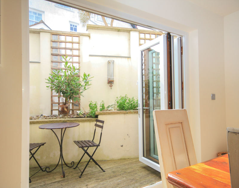 Bifold doors open onto the courtyard of Seaspray, a self-catering holiday house in Port Isaac, Cornwall