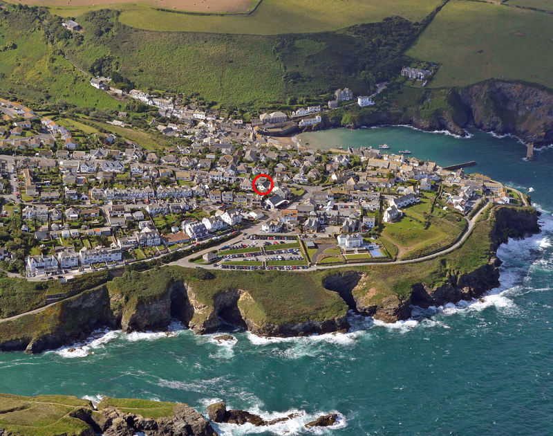 A red circule showing the central location of Haven Cottage, a holiday house in Port Isaac, Cornwall
