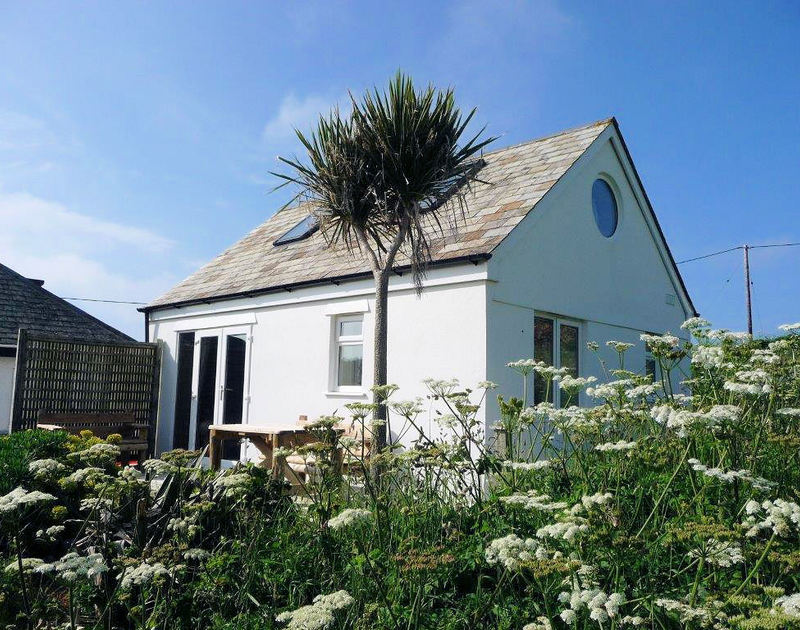 The exterior of Cartway Cabin, a cosy self catering holiday cottage to rent in Port Gaverne near Port Isaac in North Cornwall.