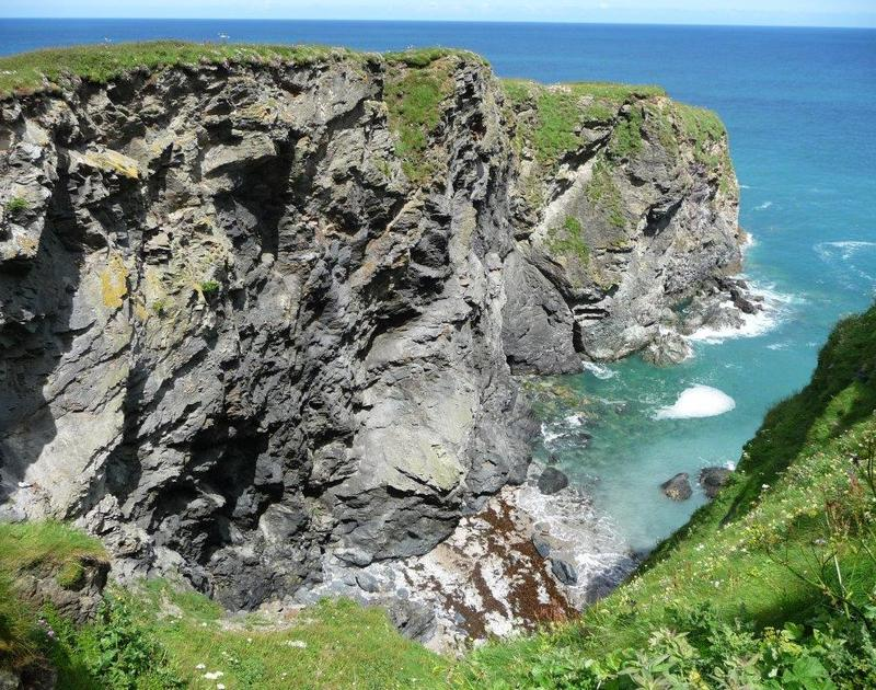 Stunning rugged cliffs and enchanting coves close to Cartway Cabin, a seaside holiday rental at Port Gaverne near Port Isaac in Cornwall.