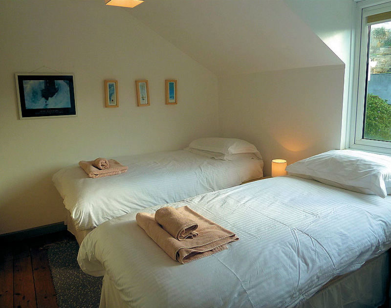 One of two twin bedrooms at Overcliff 3, a self-catering holiday house in Port Isaac, Cornwall