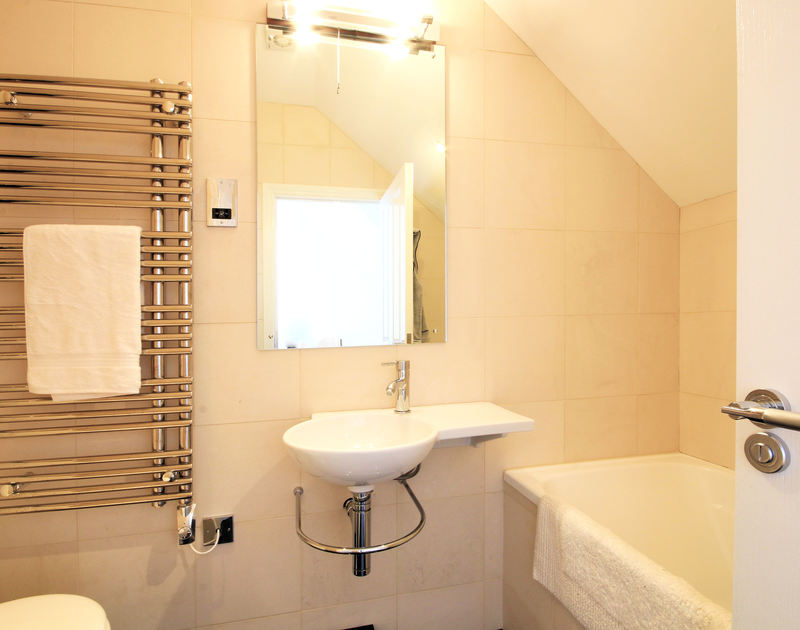 A smart, en-suite bathroom at Derowen, an immaculate holiday house in Port Isaac, Cornwall