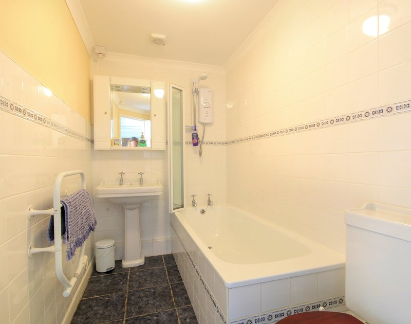 The family bathroom in Maylands, a self catering holiday property to rent above Port Gaverne in North Cornwall.