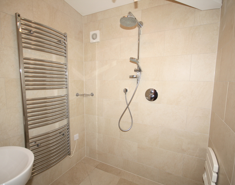 The fully-tiled, ground-floor wetroom at Hob House, a holiday rental at Daymer Bay, Cornwall