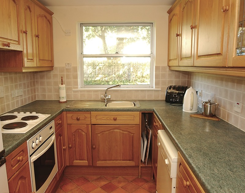 The fitted kitchen in Slipway 15, a self catering holiday cottage to rent in Rock, North Cornwall.