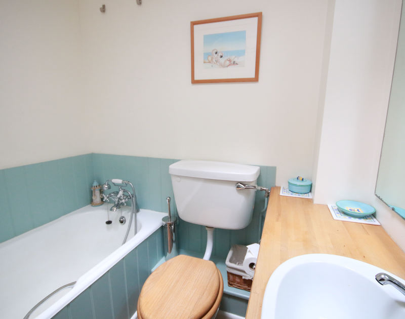 One of the two bathrooms in Slipway 12, a self catering holiday cottage to rent on the Camel Estuary in Rock, North Cornwall.