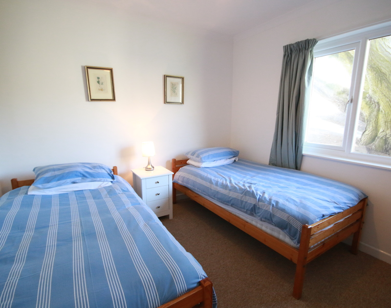 The twin bedroom in Gullsway;September Tide, a self catering holiday house to rent on the clifftop above Polzeath beach in north Cornwall.