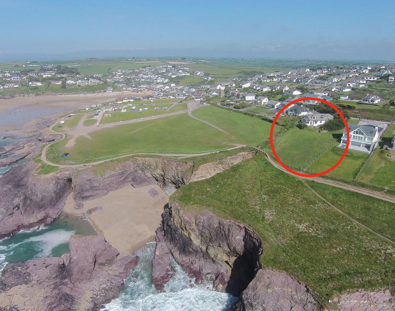 An aerial view of the dramatic cliffside location of Gullsway: The Annexe, a holiday rental in Polzeath, Cornwall