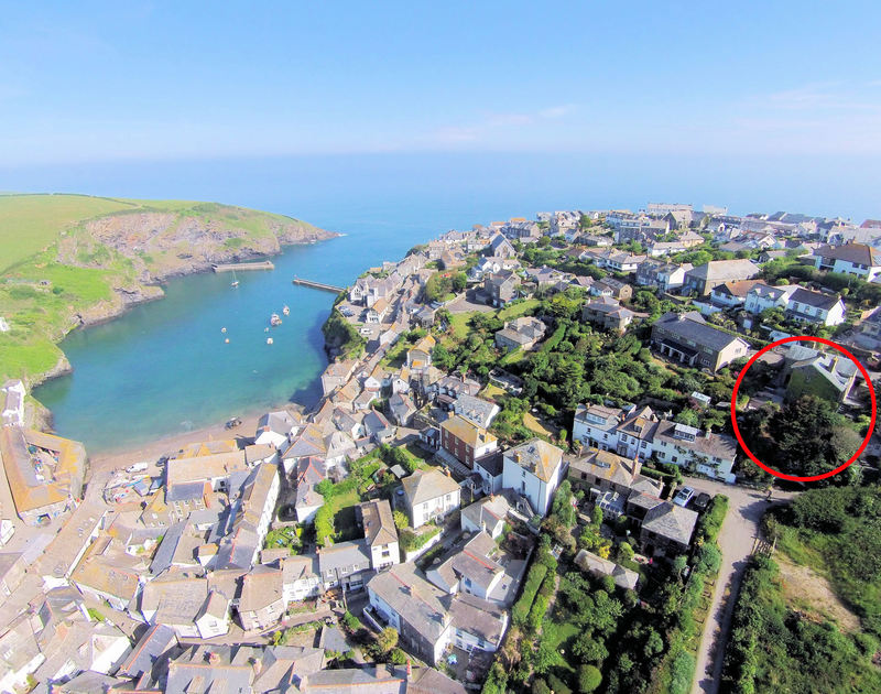 An aerial veiw showing the location in Port Isaac of Valencia House, a lovely historic holiday rental home in Port Isaac, Cornwall