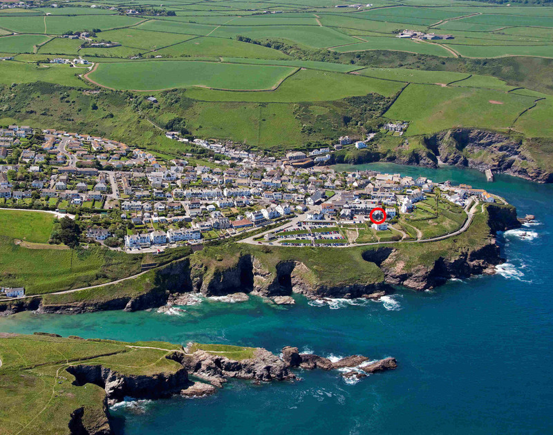 A red circle indicating the coastal location of White Horses, a holiday house in Port Isaac, Cornwall, with Port Gaverne cove in the foreground.