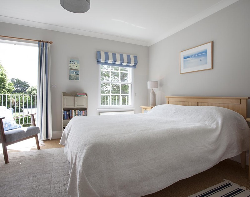 Lovely kingsize double bedroom with south facing balcony at Lowenna Manor 4 in Rock