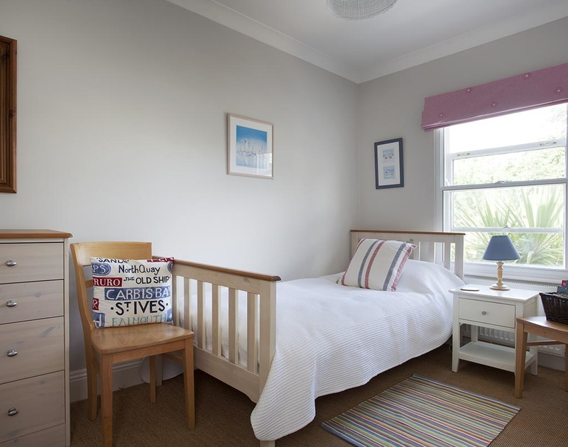 Pretty furnishings in the single bedroom of Lowenna 4 in Rock, North Cornwall Coast