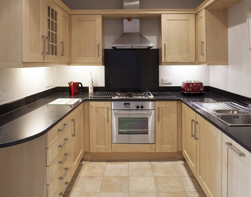 Smart and practical kitchen of Lowenna Manor 4, a self-catering holiday rental in Rock