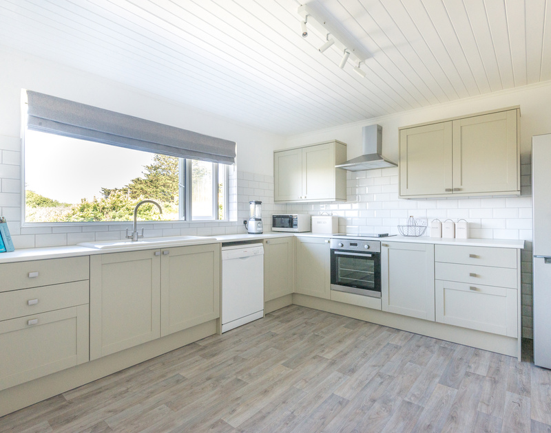 Tide Race has a fully fitted shaker style kitchen with stunning views of Daymer Bay in North Cornwall.