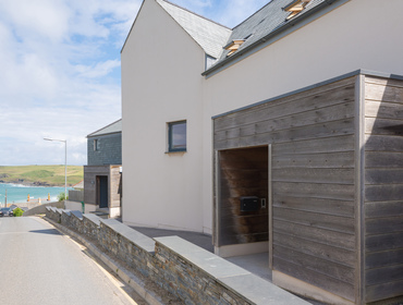 Rainer Rocks a contemporary self catering holiday house in Polzeath ideally situated for a north Cornwall beach holiday