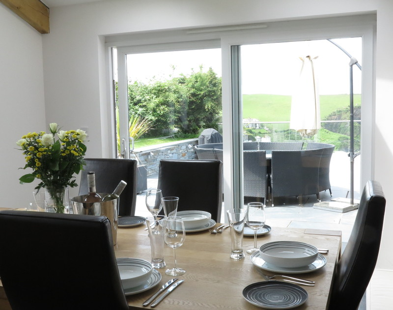 The Terrace at Port Isaac is a luxury holiday house, offering both indoor and alfresco dining options with wonderful views of the harbour