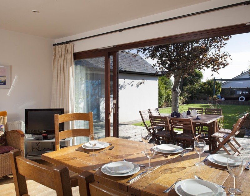Choose to eat indoors or out and enjoy the sunshine and fresh air at Belmont, a holiday house to rent in Rock, Cornwall