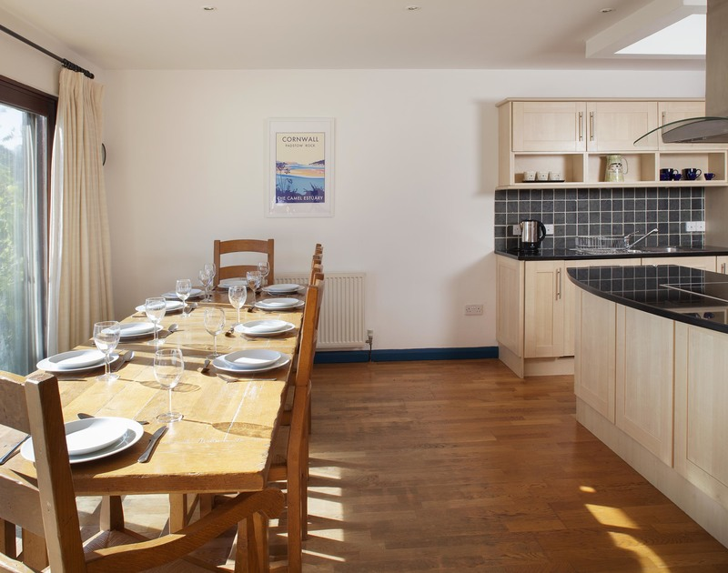 Enjoy lovely garden views from the spacious kitchen/diner of Belmont, a holiday rental in Rock, Cornwall, with sliding doors to the garden.