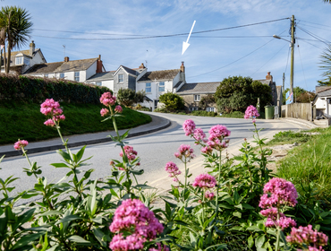 Coppingers Cottage occupies an enviable location just a short walk from the surfing beach of Polzeath on the North Cornwall coast.