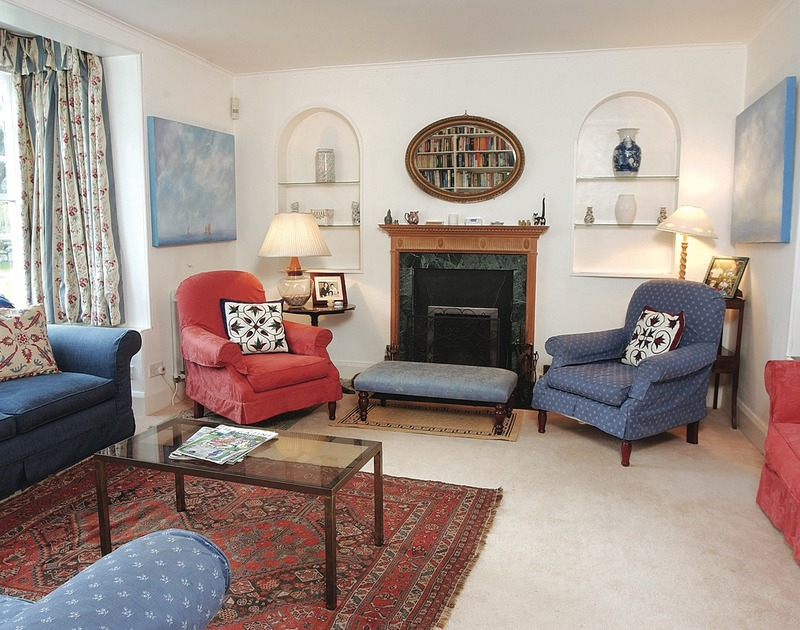 Charming and well-furnished sitting room of Trewiston Cottage, self-catering holiday house in Rock, Cornwall