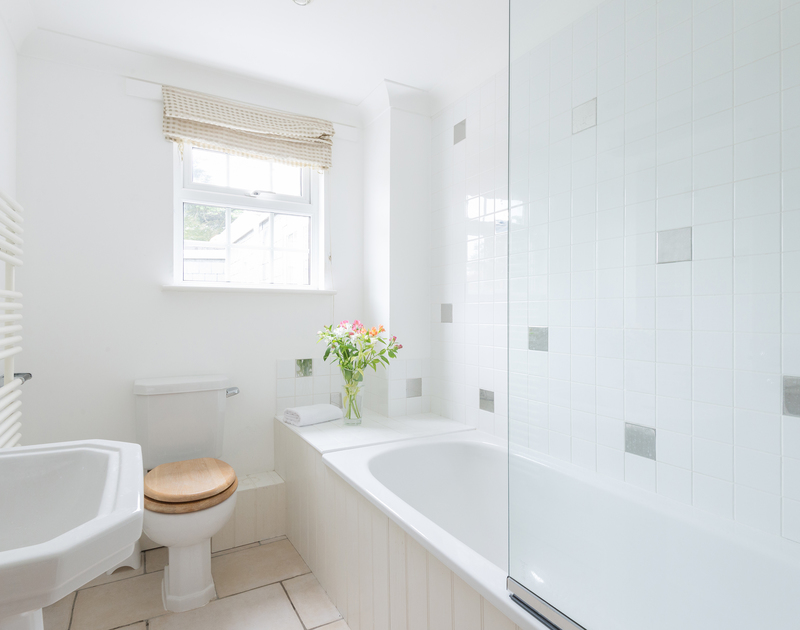 The main bathroom at Bodare 8, self-catering accommodation at Daymer Bay, North Cornwall.