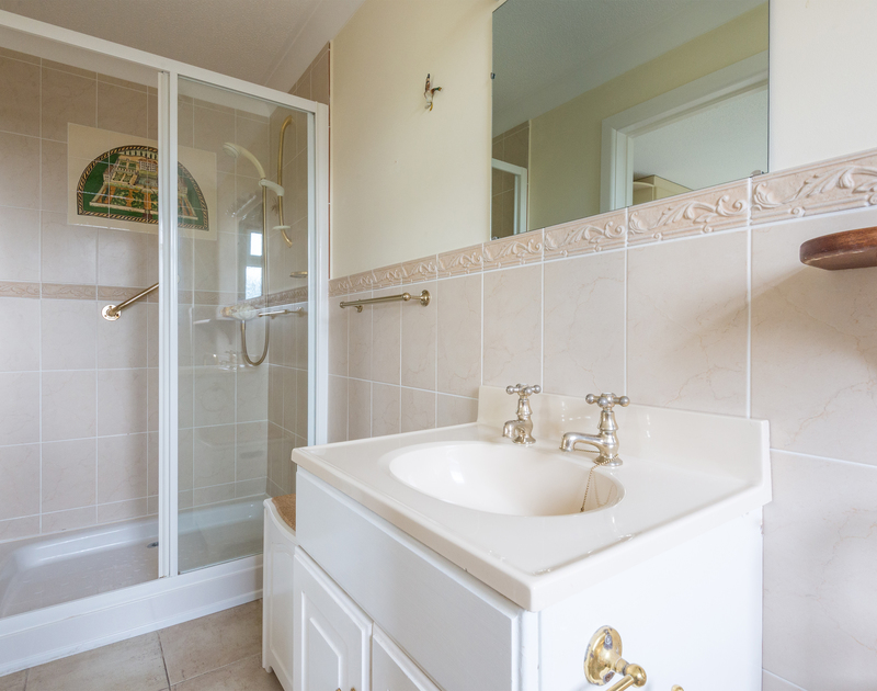 En-suite bathroom at The Garden House, a self catering holiday rental in Rock, Cornwall.