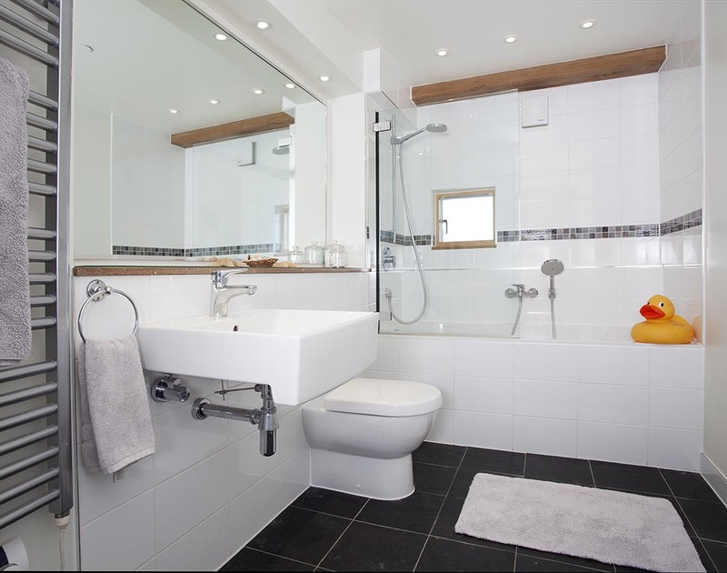 The two ground floor double bedrooms share a spacious family bathroom with over head shower at Gull Rock 4