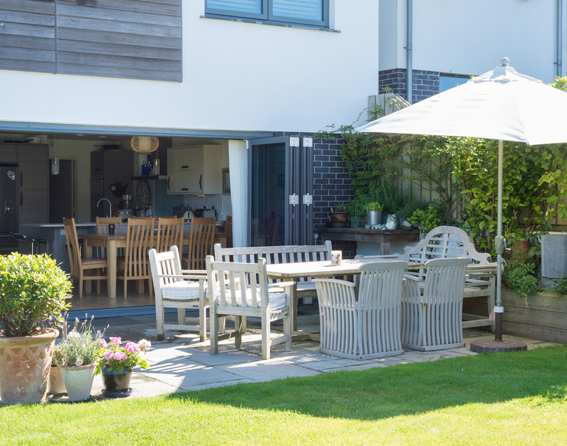Invite guests to dine with you at Borlase in Polzeath a luxury self catering holiday house on the North Cornwall coast