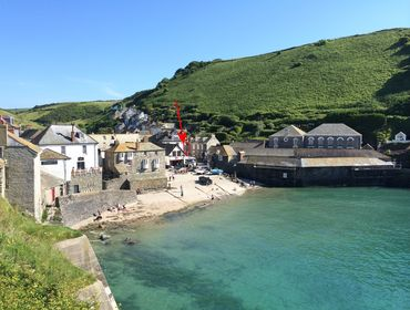 Located near Port Isaac harbour, Morleys Cottage is a self catering holiday cottage in Port Isaac, Cornwall