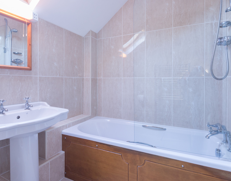 One of two bathrooms in Puffin Cottage, a self catering holiday house to rent in Rock on the North coast of Cornwall.