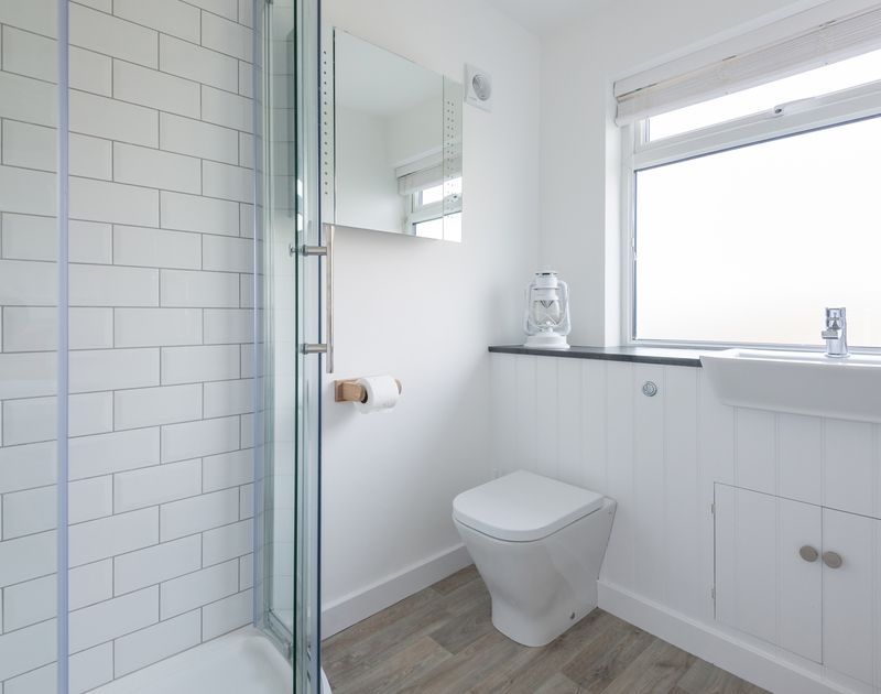 The ground floor double bedroom at Tide Race in Daymer, North Cornwall has an ensuite shower room.