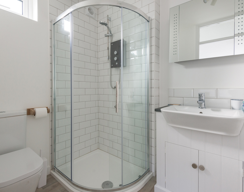 The twin bedroom at Tide Race in Daymer Bay, North Cornwall has an ensuite shower room.