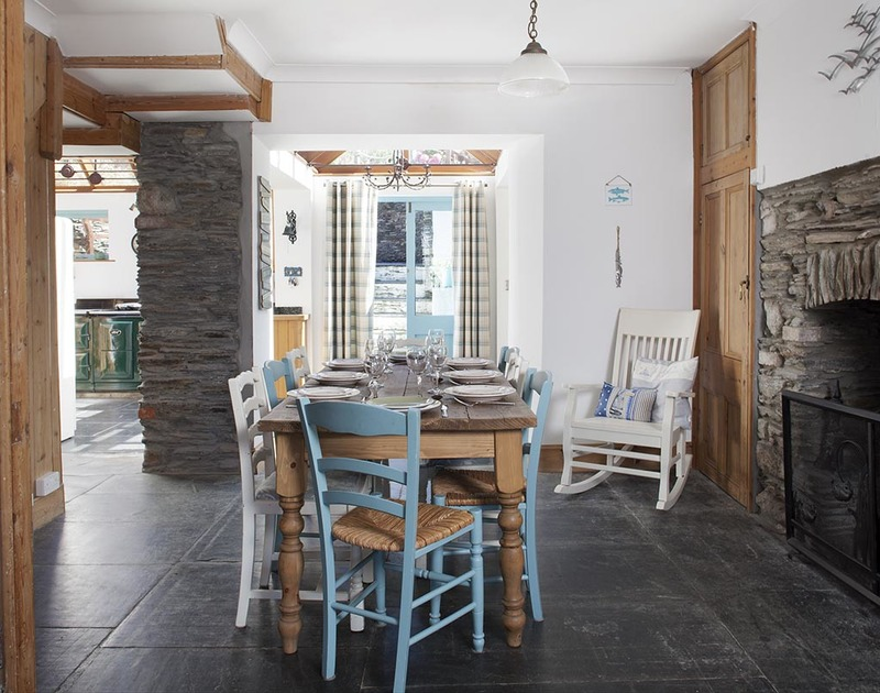 The traditional dining room surrounded by cornish stone walls in Fronthill House, a self catering holiday cottage in Port Isaac, Cornwall