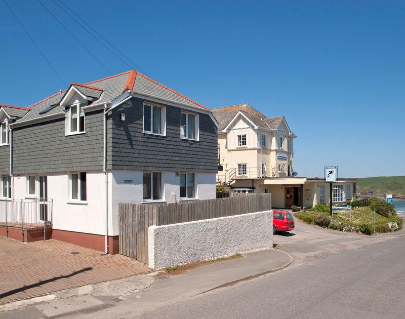 Just uphill from Polzeath beach and next to the Oystercatcher pub, Polmorla is well positioned for a seaside holiday