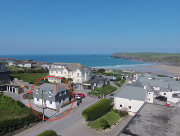 Polmorla in Polzeath, on the north Cornwall coast is located enviably close to the surf hub and family friendly beach, Polzeath.