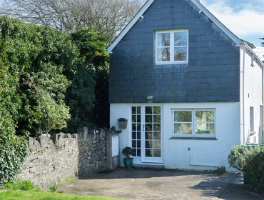 The entrance and parking area to Little Torquil by the front door, a contemporary self catering holiday cottage in Daymer Bay, North Cornwall.