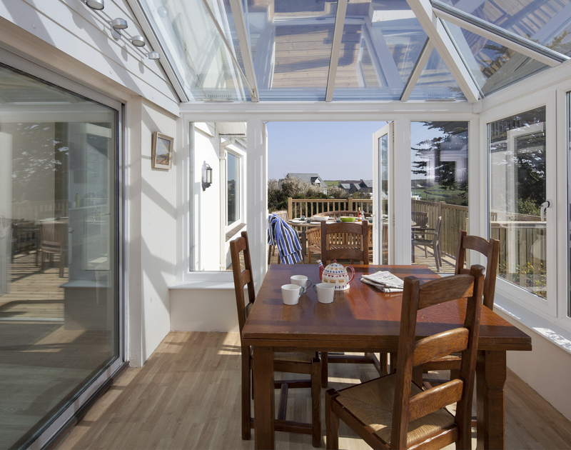 Enjoy family meals in the sunny, spacious conservatory at newly refurbished self catering holiday house Brae Heights in walking distance of the beaches at Greenaway and Daymer.