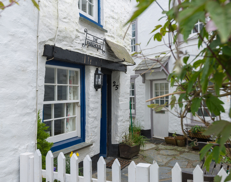The Bakehouse is a pretty whitewashed fisherman's self-catering cottage to rent in Port Isaac, Cornwall