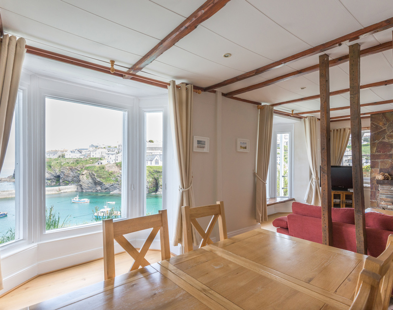 Open-plan living room with fabulous harbour views at Northcliffe Garden Flat