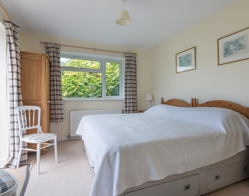 The bright and comfortable zip and link bedroom with the flexibility to be arranged as a twin or double bedroom at Pencreek, a traditional self catering holiday cottage in Rock, Cornwall.