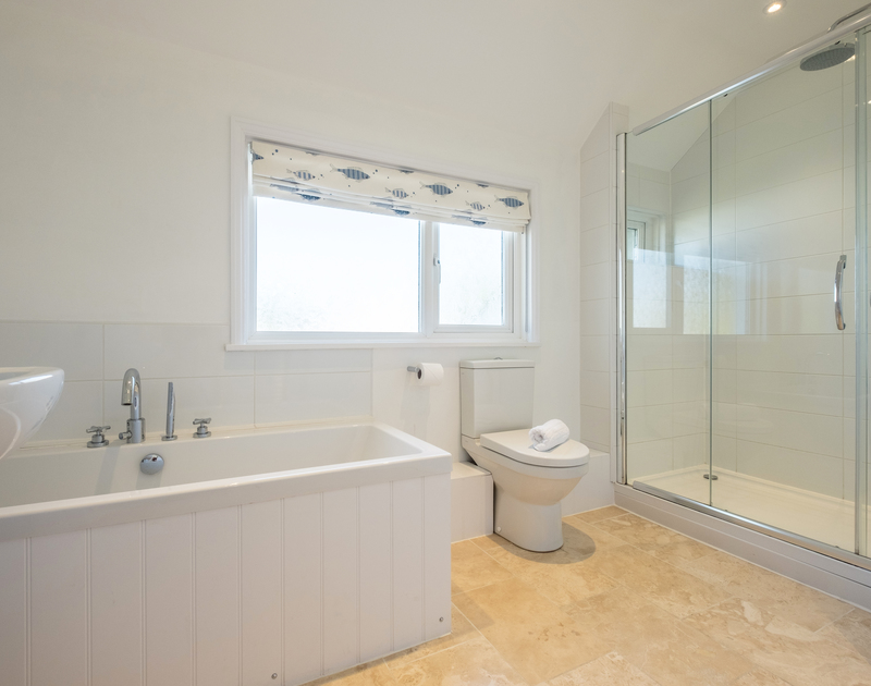 The fresh family bathroom of The Moorings, a holiday rental in Rock, Cornwall, with separate shower.