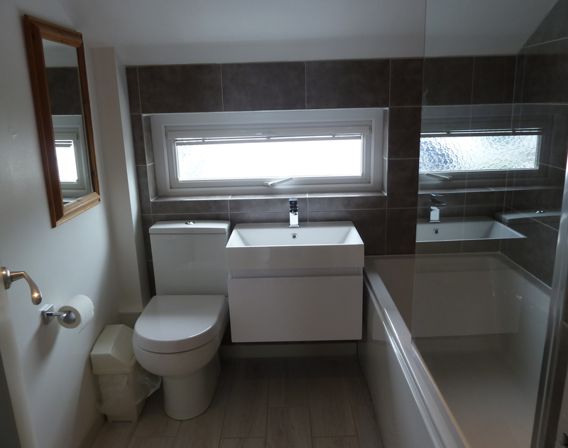 The first floor bathroom with shower over bath at Overcliff 3