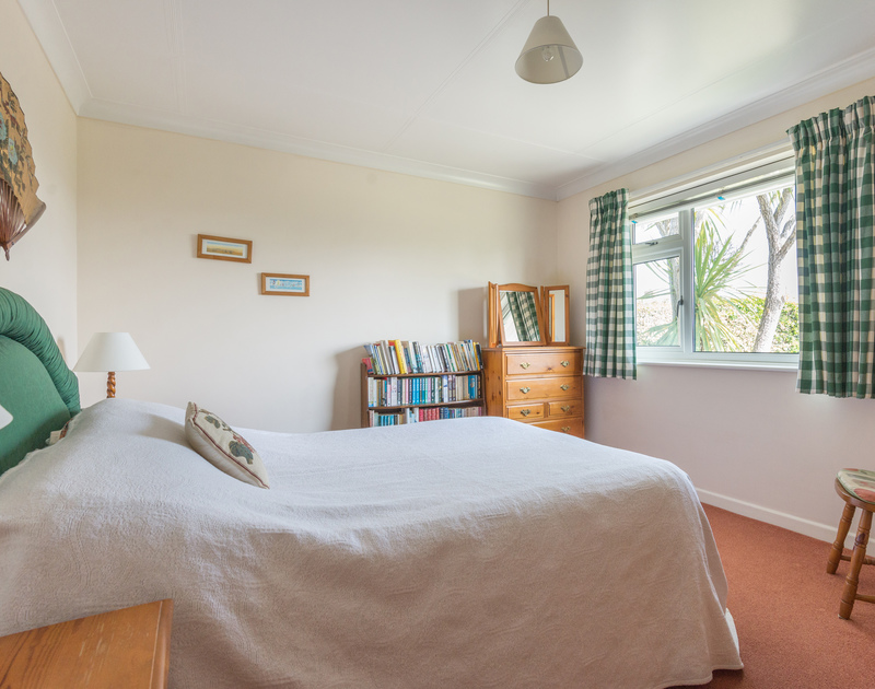 The double bedroom of Caerhayes, a self-catering holiday house in Rock, Cornwall