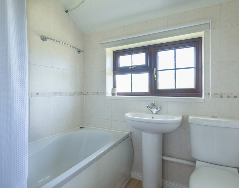 The shared upstairs bathroom of Hazlehurst, with shower over the bath