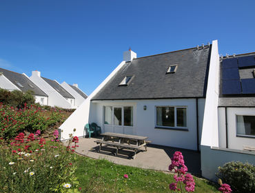 The exterior rear view and garden of St Breock, holiday rental near Daymer Bay