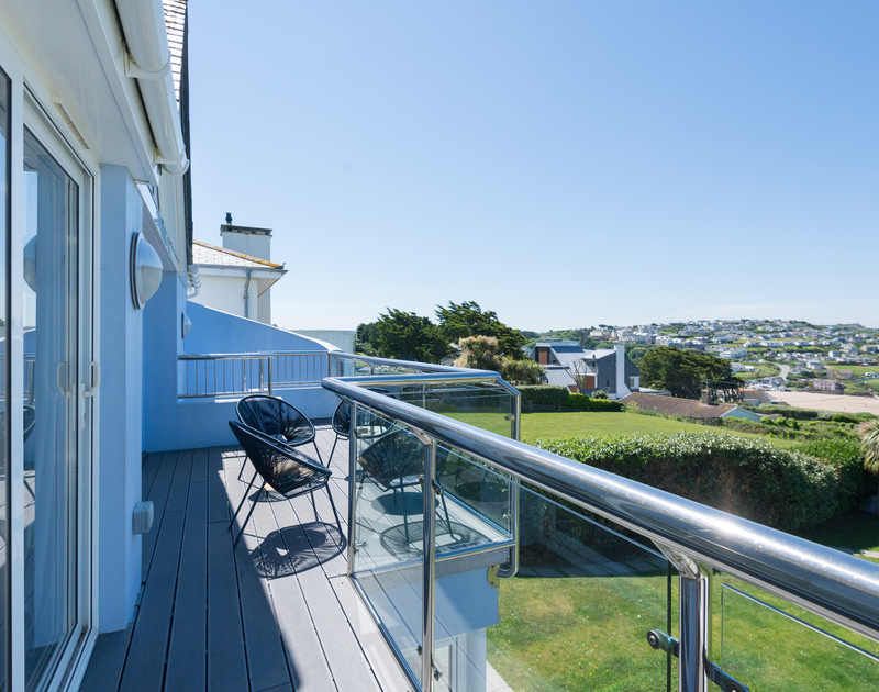 Keep an eye on the tide from the balcony of Bryher, holiday rental in New Polzeath