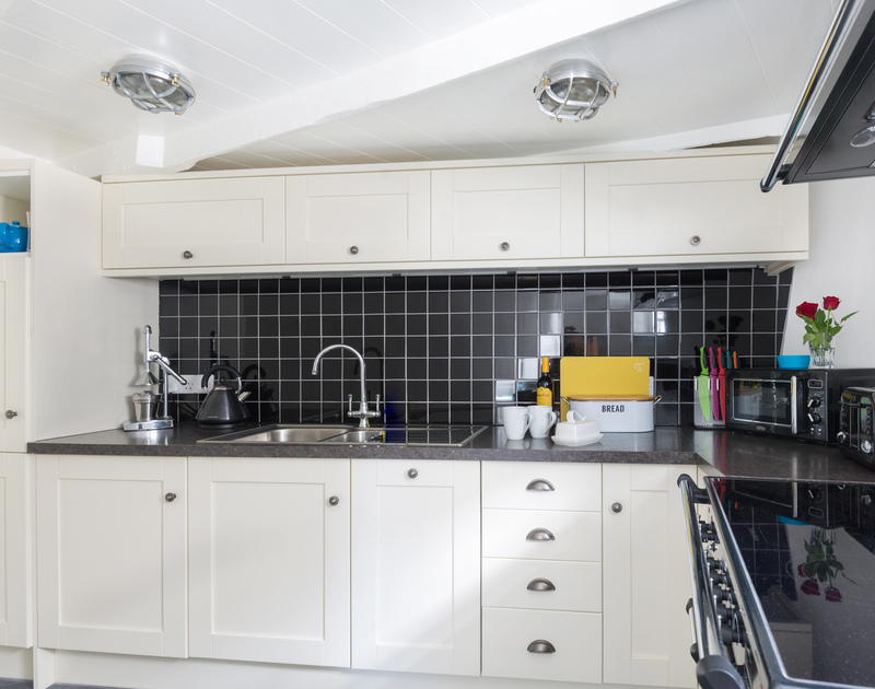 Easy cooking in the state of the art kitchen of Bre Cottage, holiday rental in Port Isaac